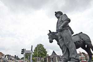 Statue of man and horse at crossroads